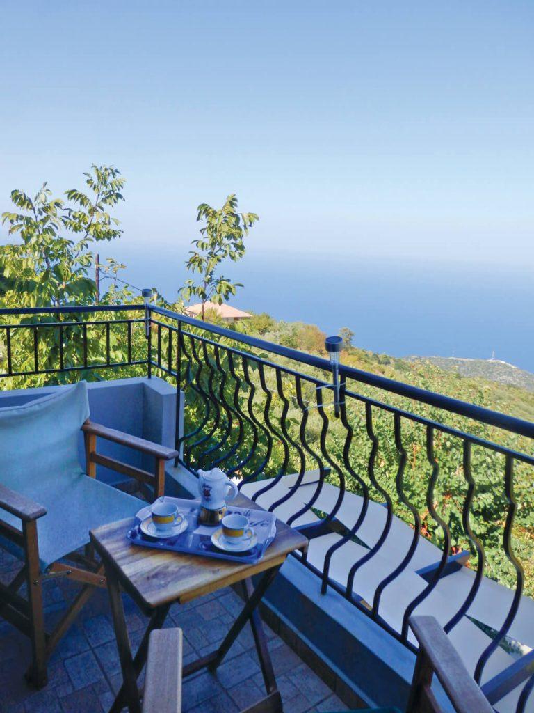 Απολαύστε τον καφέ έχοντας θέα το Ιόνιο Πέλαγος στη Natura Villas Λευκάδας