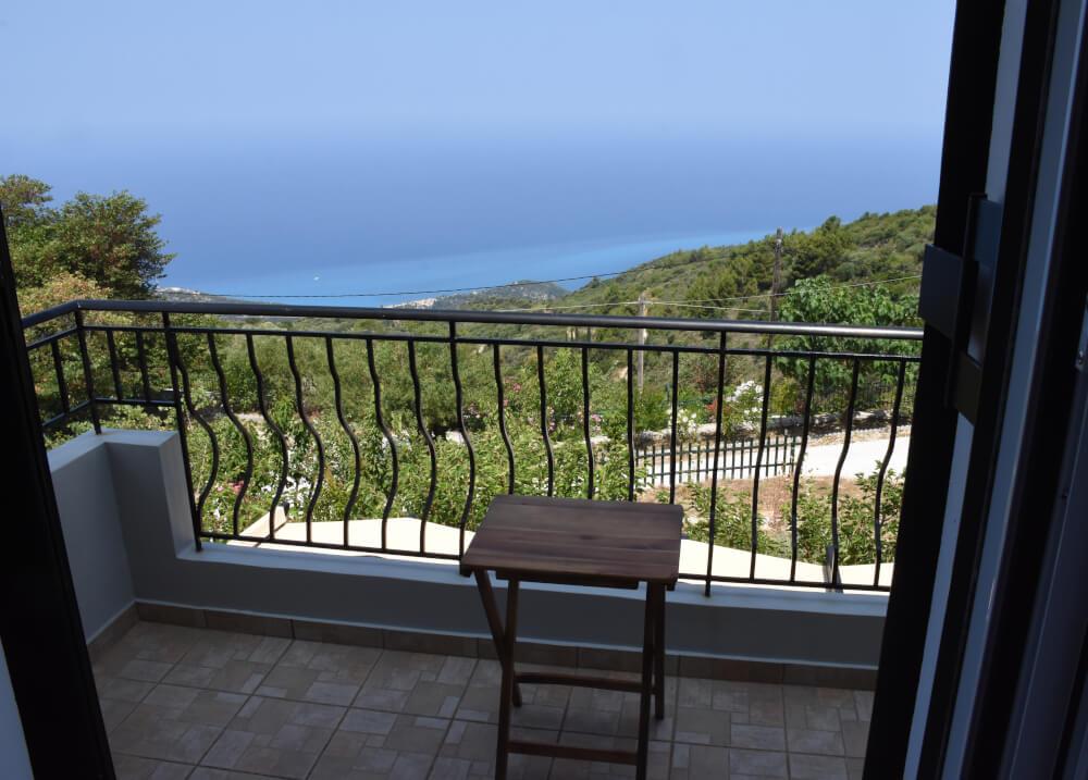 Θέα του Ιονίου από τα μπαλκόνια των υπνοδωματίων στη Natura Villas