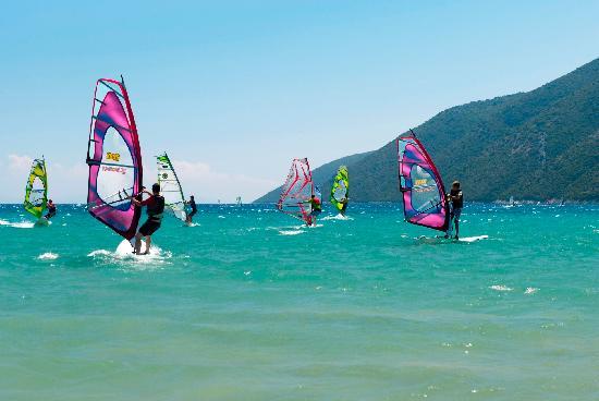 παραλία Βασιλικής Λευκάδας, ιδανική για wind surfing