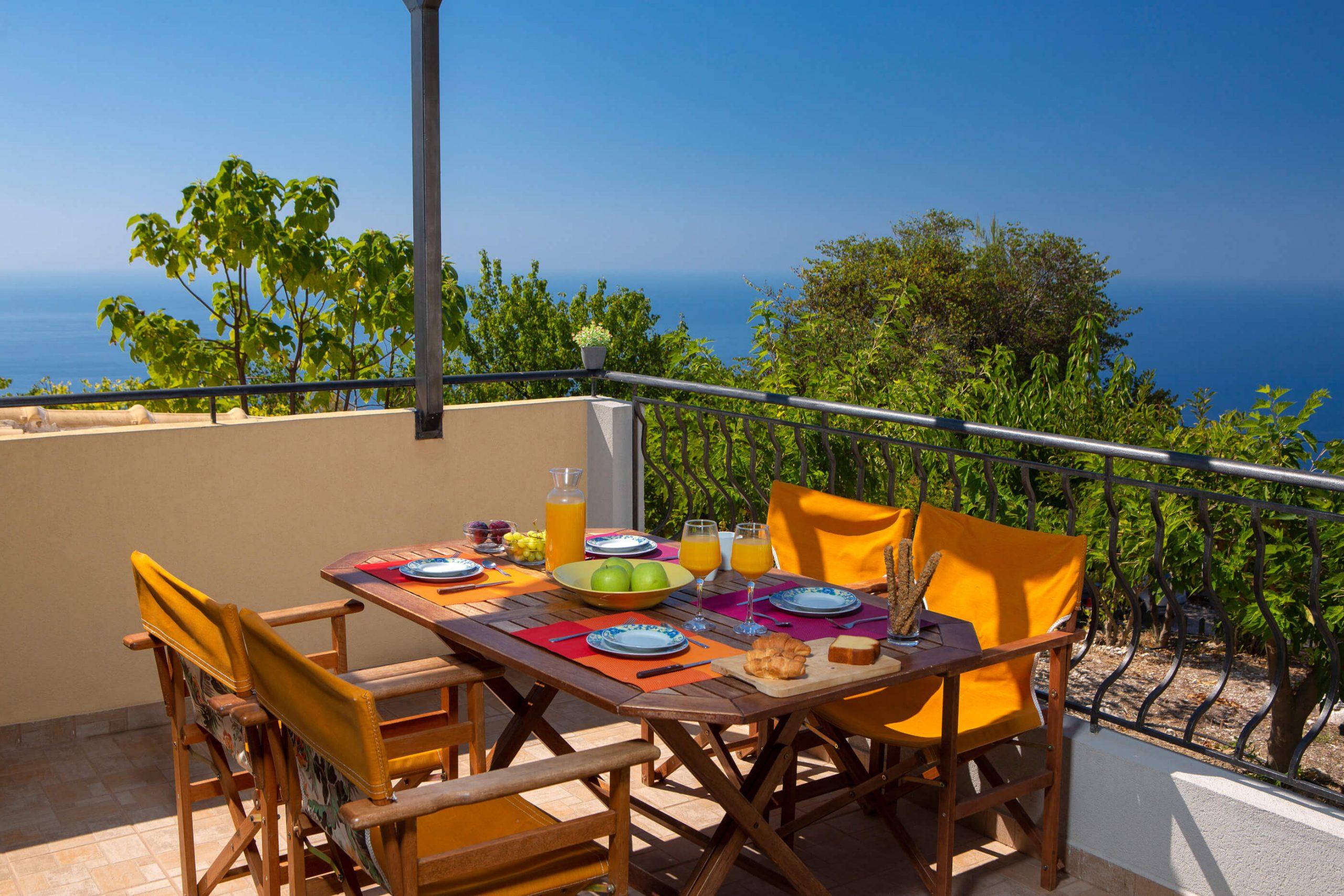 Απολαύστε το πρωινό σας έχοντας θέα το Ιόνιο Πέλαγος στη Natura Villas Λευκάδας