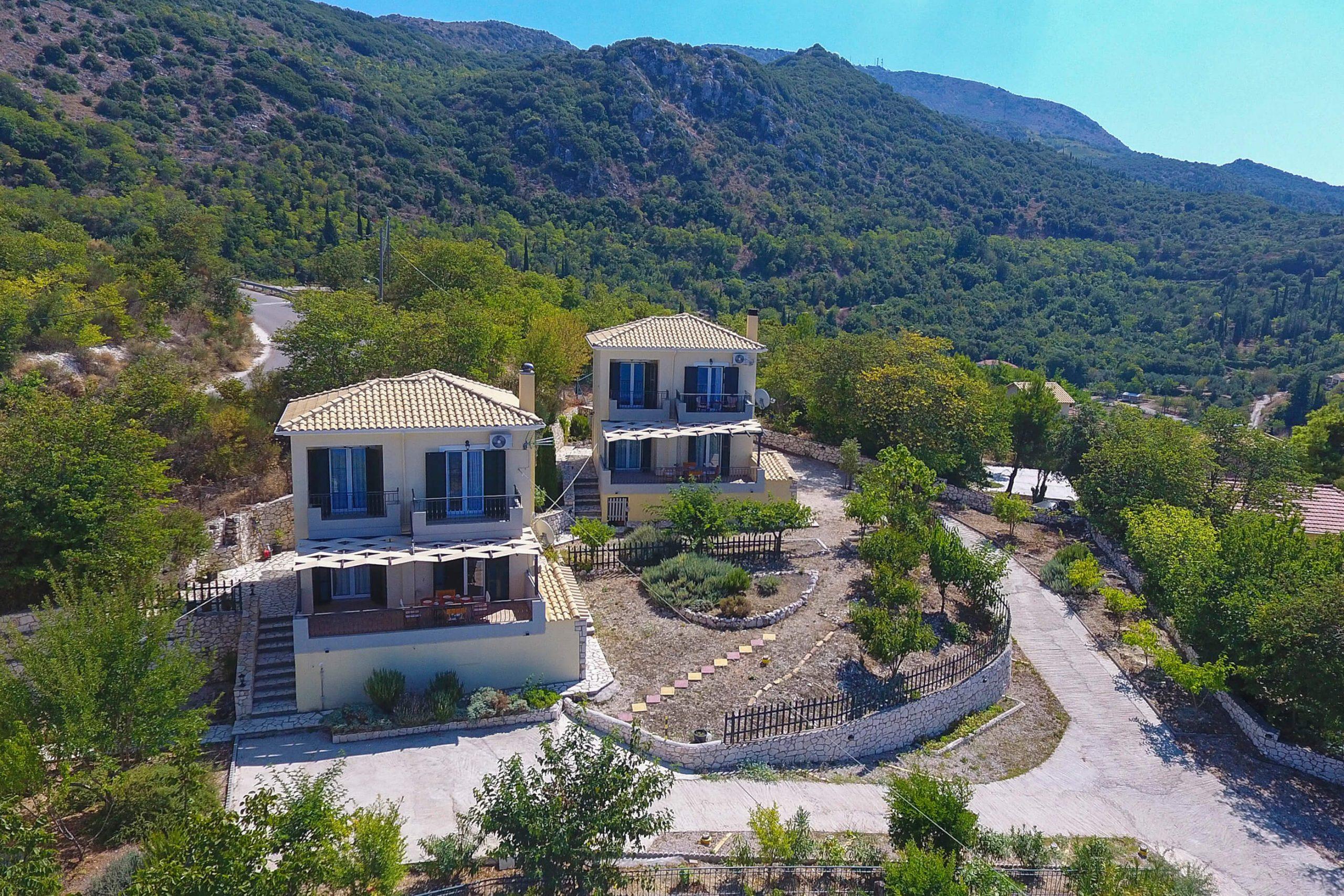 Ο περιβάλλων χώρος της Natura Villa στη Λευκάδα