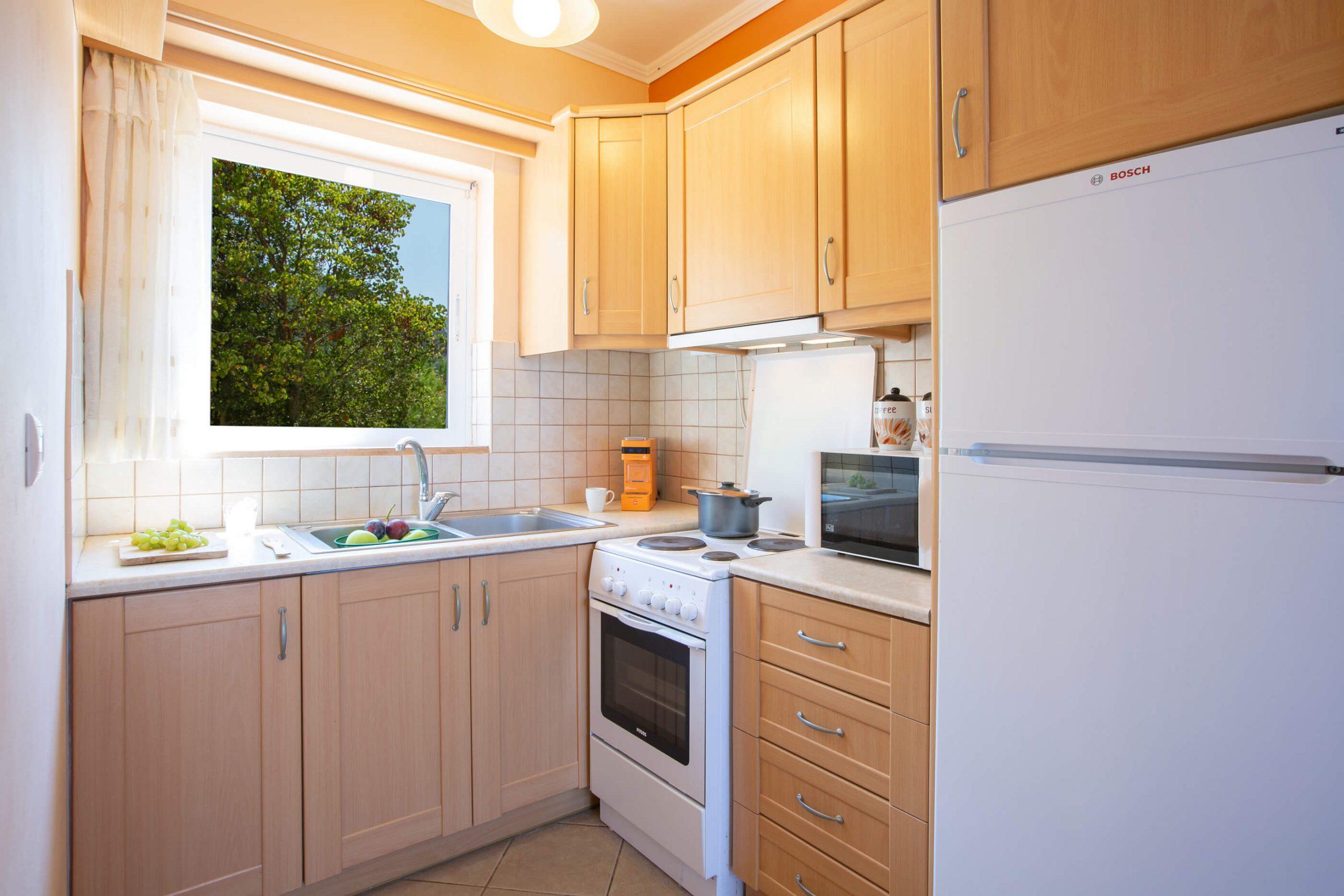 Στη Natura Villas η κουζίνα είναι πλήρως εξοπλισμένη με φούρνο, ψυγείο, φούρνο μικροκυμάτων, καφετιέρα, βραστήρα, τοστιέρα